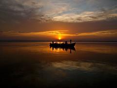 La barca del atardecer (Jesus_l) Tags: espaa valencia atardecer agua europa reflexions laalbufera jesusl