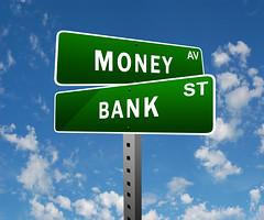 MoneyとBankの緑色の標識