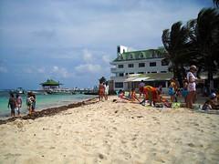 "La playa en frente de los Hoteles • <a style=""font-size:0.8em;"" href=""http://www.flickr.com/photos/78328875@N05/6878002900/"" target=""_blank"">View on Flickr</a>"