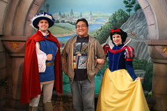 Meeting Snow White and The Prince (Loren Javier) Tags: california me disneyland disney anaheim snowwhite valentinesday fantasyland theprince snowwhiteandthesevendwarfs disneylandresort disneycharacters disneyprincesses royalwalk disneyprincessfantasyfaire lorenjavier