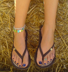 (Tellerite) Tags: feet toes sandals flipflops barefeet beautifulfeet prettytoes sexytoes toenailpolish sweetfeet prettyfeet sexyfeet girlsfeet femalefeet teenfeet femaletoes candidfeet beautifultoes polishedtoenails baretoes girlstoes girlsbarefeet purpletoenailpolish teentoes girlsbarefoot youngfemalefeet candidtoes youngfemaletoes
