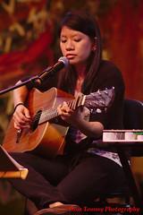 sitting comfortably (tomzcafe) Tags: singapore esplanade redcove mosaicmusicfestival 400d takumar20035