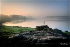 Excalibur (philippe MANGUIN photographies) Tags: lake water rock fog nikon lac bretagne breizh legends sword brouillard rocher brume etang britany lgendes pe d90 broceliande iffendic foretdebroceliande montfortsurmeu tremelin philippemanguin domainedetremelin legendesarthuriennes