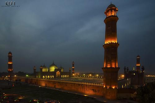 Badshahi Mosque, From Cocoos