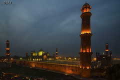 Badshahi Mosque, From Cocoos's den 15 mins after sunset (Usman Hayat) Tags: pakistan sunset nikon wide mosque tokina lahore hayat islamabad usman badshahi 1116 d7000 uhayat
