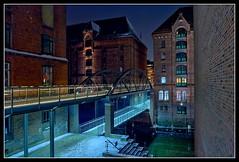 Kibbelstegbrcke (Gelegenheitsknipser) Tags: bridge brick night port germany deutschland europa europe nightshot nacht harbour steel hamburg 2006 bow depot hh arr