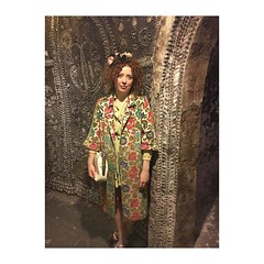 Photo of ??Yesterday we visited the shell grotto ?? #shellmosaics #shellgrotto #margate #swan #carpetcoat #floral #headpiece #millineryflowers #millinery #streetstyle #fashiontrends #curls #curlyhair #seashells