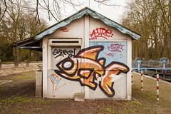 Peces y graffitis. Lille, Francia. (www.rojoverdeyazul.es) Tags: house france building construction lille construccin autor francia bueno lvaro caseta