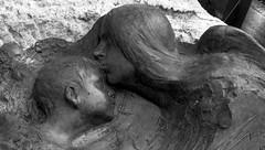 Tumba de Enriquito Cachazo (PhotoLanda) Tags: nicolasprados escultor escultura 1910 niño mortalidadinfantil andalucia andalusia andalusien 安達魯西亞 андалусия андалузия אנדלוסיה アンダルシア州 andalusië andalousie andalouzia andalusie andalusiya andaluzia andaluzio andaluzja أندلوسيا endulus اندلسیہ 안달루시아지방 اندلوسيا андалусія আন্দালুসিয়া ανδαλουσία اندلس андалуси アンダルシア الأندلس 安达卢西亚 安達盧西亞 andalucía แคว้นอันดาลูเซีย ანდალუსია グラナダ 安達魯西亞自治區 андалузија κοιμητήριον alandalus cementeri endülüs nfνδαλουσία enriquecachazoariza enriquitocachazoariza kid boy tumbadeniño cabalgatadelosreyesmagos centroartistico enriquecachazofenoy cementeriodegranada cementeriomunicipaldegranada cementeriodesanjosedegranada photolanda