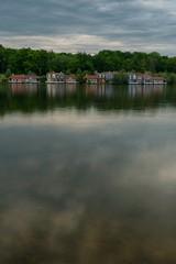 Les Cottages du lac de l'Ailette (pourkoiaps) Tags: cottage lac lakeside paysage laon lakescape lacdelailette 50mmf14afs nordpasdecalaispicardie nikond750