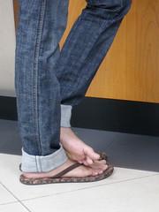 BP9290359 (vshlkrishna) Tags: feet asian toes jeans barefeet soles
