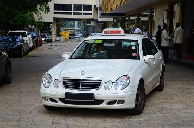 SMRT TAXIs Prestige Mercedes-Benz E220 CDI Limousine Taxi