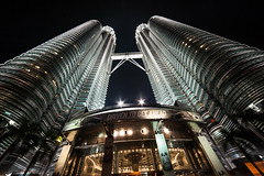 Petronas Twin towers (jmhuttun) Tags: night nikon asia na malaysia twintowers kualalumpur petronastwintowers petronastwintower d700 mygearandme mygearandmepremium mygearandmebronze flickrstruereflection3