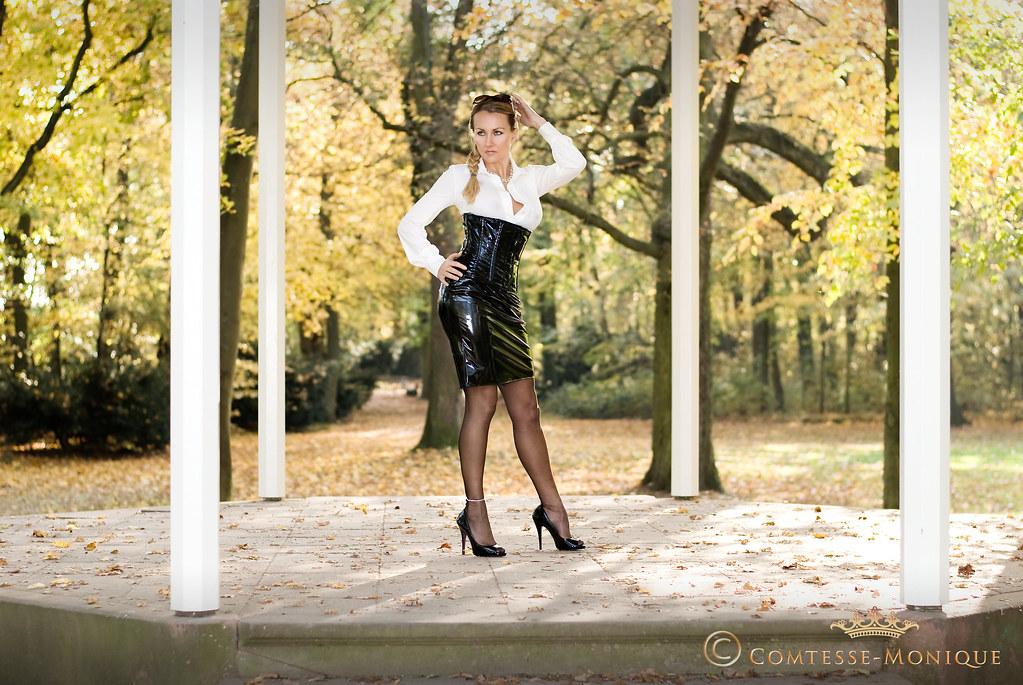 Comtesse-Monique_black pvc pencil skirt, corset and white blouse  (comtesse.monique)
