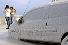 La Bise Noire (AincaArt) Tags: auto people ice car vent schweiz switzerland suisse wind voiture quay eis quai glace lakegeneva versoix lacléman genfersee bise mungga nikond7000 bisenoir labisenoire aincaart