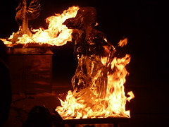 verbrennen der eisskulpturen (derbeobachterr) Tags: ice germany deutschland skulptur eis feuer flamme norddeutschland fireandice scharbeutz ostseebad ostholstein