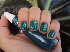 Azul Pavão (Impala) + Jazz (Hits) (Luna (Debs)) Tags: verde green jazz nails hits impala nailpolish unhas esmalte flocado azulpavão coleçãomundodasdanças coleçãodisco