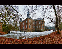 Hillenraad On Ice (Bert Kaufmann) Tags: winter panorama holland castle ice netherlands canal bevroren iceskating nederland skaters skater nl moat schloss paysbas ijsbaan hdr olanda roermond limburg niederlande gracht kasteel ijs schaatsen skatingfun schaatspret swalmen hillenraad castlemoat middenlimburg boukoul kasteelgracht kasteelhillenraad boekoel