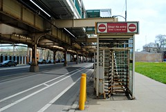 """Exit off the """"L"""" (Cragin Spring) Tags: city urban usa chicago illinois midwest unitedstates unitedstatesofamerica el il l exit elevated greenline lakestreet chicagoillinois chicagoil westgarfieldpark"""
