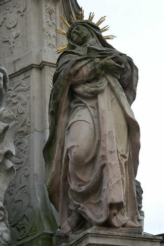 Figura św. Anny (1739-42, Klahr Starszy) na pomniku Trójcy Świętej w Lądku Zdroju