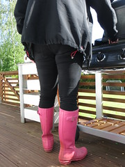 Barbeque time (jazka74) Tags: wellies rubber boots hunter original pink use fun