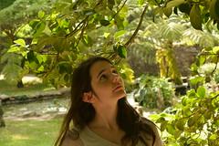 Distrada (javiercbugarin) Tags: park plants nature girl beauty up look mirada vigo distraida