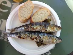 sardientjes (annebethvis) Tags: barcelona festival barbecue streetfood vis brood culinair sardientjes