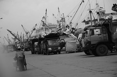 DSC_1860 (Anthony Whittingham) Tags: indonesia surabaya becak eastjava tunjunganplaza jawatimur dutchcolonialbuildings hotelmajapahit becakdriver sampoernamuseum djamandoeloe