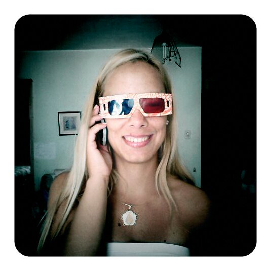Vane (Digresionista Movil Pics) Tags  blue red woman girl smiling azul  glasses 3d ef5f4926f405