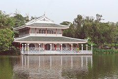 La Casa dell'Amore (Valina's Photography) Tags: travel holiday love thailand lago happy casa novembre bangkok smiles colori ricordi thailandia rosegarden amore viaggio 2010 citt pagode sorrisi felicit villetta nikond80