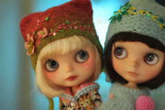 Alma & Molly ~ Vainilladolly sisters hanging out <3