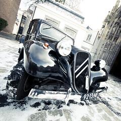 citroen (Tafelzwerk) Tags: auto schnee snow holland reflection church car maastricht nikon citroen kirche marriage oldtimer hochzeit reflexion niederlande d7000 nikond7000 sigma816mm tafelzwerk tafelzwerkde