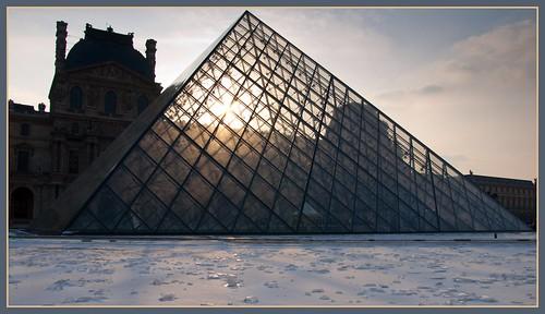 Contre-jour glacé sur le Louvre