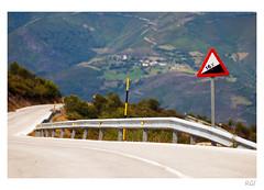 Beware of! (Testigo Indirecto) Tags: danger puerto descent peligro 16 mountainpass goingdown ancares cuidado bajada elbierzo puertomontaa bewareof