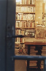 au coin de la rue ~ Paris #17 (random post) (+akane+) Tags: travel paris color film night 35mm books bookstore