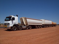 Hauling sand with the 520. (RAYFOOT) Tags: truck volvo australia coe roadtrain crossley cabover contracting fh16