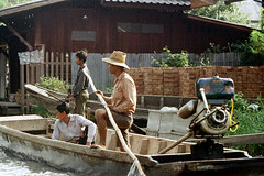 19-157 (ndpa / s. lundeen, archivist) Tags: house man color building men film home water hat 35mm thailand boat canal bangkok nick canals thai watersedge motor 1970s 1972 19 1973 longtail longtailboat klong dewolf outboardmotor khlong klongs nickdewolf photographbynickdewolf khlongs reel19