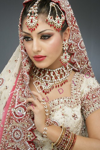 "Z Bridal Makeup 47 • <a style=""font-size:0.8em;"" href=""http://www.flickr.com/photos/94861042@N06/13904267003/"" target=""_blank"">View on Flickr</a>"