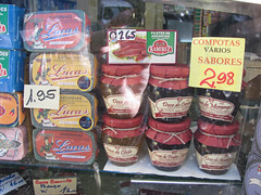 Sardinhas e Compotas (tibau1) Tags: portugal comida porto sardines peixes sardinhas latas sardinas latinhas acepipes protuguesa