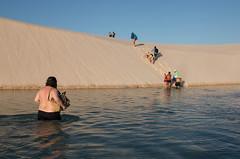 Turistas nos lenis (felipe sahd) Tags: brasil pessoas maranho dunas lagoas nordeste turistas barreirinhas lenismaranhenses