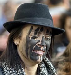 Spettatrice  -  Woman of the audience (Dei's Light) Tags: sardegna lula carnevale maschera folclore barbagia tradizione spettatore spettatrice carrasegare ritidionisici