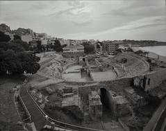 Amfiteatre de Tarragona (Escipi) Tags: film ilfordhp5 tarragona mamiya7 amfiteatre
