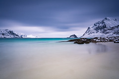 Vik beach (Lukasz Lukomski) Tags: longexposure sea sky costa snow mountains ice beach water norway clouds island coast norge sand scandinavia lofoten gry woda archipelago ld morze chmury niebo plaa piasek sigma1020 norwegia wyspa snieg wybrzee skandynawia lofoty nikond7200 lukaszlukomski
