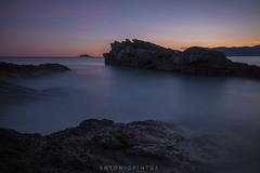 Tramonto estivo a Tellaro (APINTUS) Tags: sunset rocks italia tramonto mare photographer liguria unesco rocce acqua golfo isola tino spezia poeti tellaro
