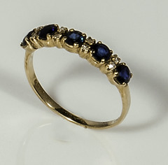 18ct gold ring set with sapphires and diamonds (newpeter) Tags: silver gold brooch ring diamond jewellery bracelet cameo bangle ruby buckle sapphire