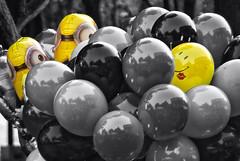 Conquistando (Momoztla) Tags: mexico momoztla splash desaturado selectivo minnions globos helio coyoacan