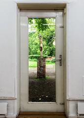 Fenster zum Hof (Wellenpriester) Tags: windows art garden through lbeck iphone overbeck fensterzumhof behnhaus drgerhaus
