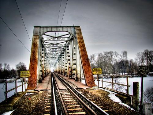 A hídon átjárni tilos!