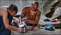 coffee moment (sami kuosmanen) Tags: people india men kitchen coffee rock tattoo diy break climbing danny granite bouldering moment karnataka rockclimbing eetu hampi kahvi kiipeily tiikeri kishkindha intia tatuointi kishkinda puurtinen kraniitti