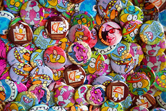 pushing buttons (OnkelChrispy) Tags: bird buttons sid pins moses worry lazybones zorp onkelchrispy kromm zabb zibb
